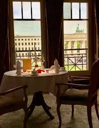 look from the restaurant to the brandenburg gate picture