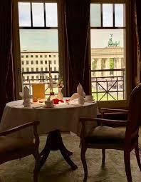 look from the restaurant to the brandenburg gate bild