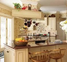 Italian Kitchen Decor With Vintage Wallpaper