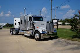 Kenworth & Peterbilt At The Dealer. - 1:1 Truck Reference Pictures ...