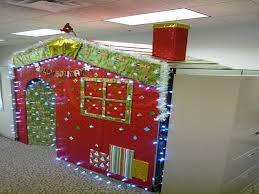 Cubicle Holiday Decorating Themes by Christmas Decor Office Christmas Decorations Lummy Office