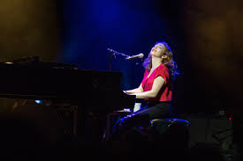 Folding Chair Regina Spektor Piano by Regina Spektor Overcomes Bronchitis With Inspired Performance In