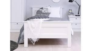 schlafzimmer landhausstil mit boxspringbett caseconrad