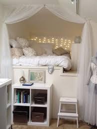 chambre de princesse des rideaux pour fermer le lit d une chambre de princesse