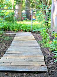 Easy Upcycled DIY Wood Pallet Garden Walkway The Homespun Hydrangea