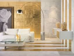 goldene wandfarbe schafft ein luxusgefühl im interieur