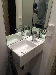 spiegel als spritzschutz am handwaschbecken wc spiegel