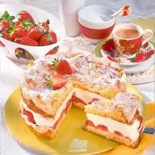 mandel baiser torte mit erdbeeren
