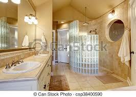 antikes badezimmer design mit glasdusche und fliesenwand