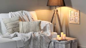 plaid sur canapé le plaid le must déco pour cet hiver déco idées et