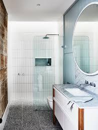 runder spiegel über waschtisch mit bild kaufen