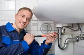 fototapete männliche klempner fixing spüle im badezimmer