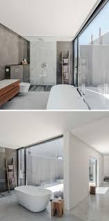 große fenster badezimmer freistehende badewanne holz grau