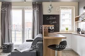 küche und wohnzimmer kombiniert stockfoto und mehr bilder arbeitsplatte