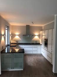 küche u form front hochglanz arbeitsplatte granit assoluto