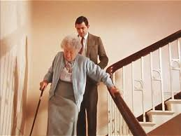 mr bean chambre 426 mr bean taking the stairs runs goes downstairs walks slowly