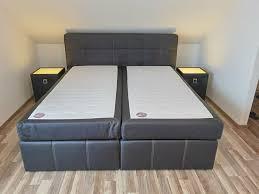 schlafzimmer komplett schrank boxspringbett nachttische truhe