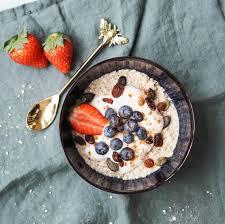 porridge bowl mit beeren