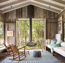 This Charming Cabin In Montana Features A Modern Rustic Exterior And An Interior That Showcases Beachy Elements Design By Pearson Group