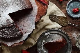 veganer schoko kuchen mit feuriger chilinote freie stücke