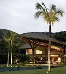photo la plus maison du monde est entourée de palmiers