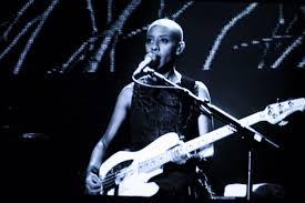 Smashing Pumpkins Guitarist Female by Top 10 Female Bass Guitar Players Toptenz Net