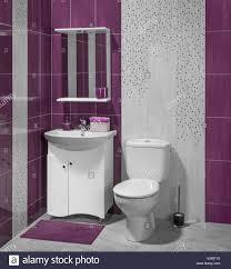 ein luxus interieur des modernen badezimmer mit waschbecken
