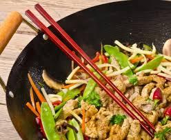 cuisiner avec un wok wok de poulet aux germes de soja recette de wok de poulet aux