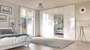 der schlafzimmerschrank im dekor weiß hochglanz passt