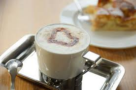 kaffee und kuchen genießen im café hochstein im sauerland