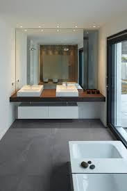 bauhaus look badezimmer minimalistisch badezimmer