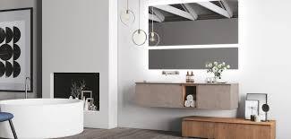 mit abgerundeten kanten schöner gewölbter badezimmerspiegel