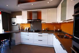cuisine meubles blancs cuisine photo 8 10 l orange forme un beau duo avec les meubles