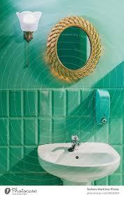 sehr originelles badezimmer in einer grünen farbe ein