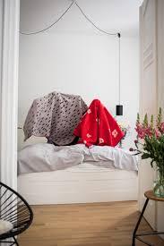 happy weekend schlafzimmer blumen deko interior