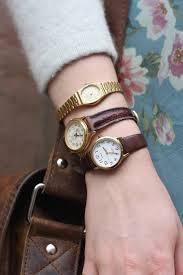 comment porter une montre comment bien mettre et porter sa montre à quel poignet