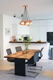 blick zur offenen küche vom essbereich modern esszimmer