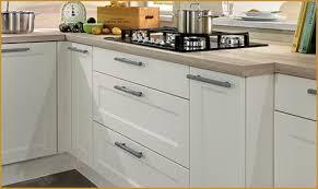 poign馥s de portes de cuisine poign馥 meuble cuisine inox 100 images poign馥s de porte de