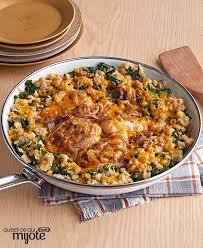 cuisine farce plat tout en un de poulet de farce et d oignons caramélisés