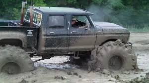 BIG GREEN 4 DOOR 4x4 TRUCK MUDDING - YouTube