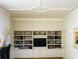 einbauregal in einem wohnzimmer bild kaufen 11024161
