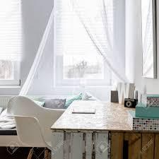helle und geräumige schlafzimmer und arbeitszimmer kombiniert