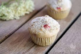 saftige rhabarber holunderblüten muffins