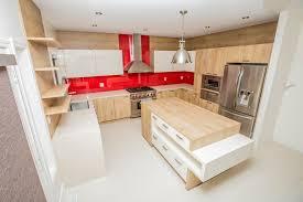 cuisine meuble bois meuble cuisine bois brut coin repas dans la cuisine ouverte