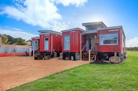 100 Luxury Container House Retro River Rest Shipping Accommodation