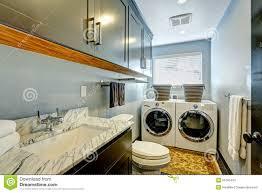 badezimmer und wäscherei toom perfektes design stockbild