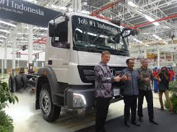 OFFICIAL WEBSITE OF DAIMLER TRUCKS ASIA Freightliner Trucks Is Putting Knowledge Daimler North Successful Year For With Unit Sales In 2017 Mercedesbenz Created A Heavyduty Electric Truck Making City Commercial Truck Success Blog Presents Itself At Worlds Largest Manufacturer Launches Pmieres Made India Trucks Iaa Show Selfdriving Semi Technology Moving Quickly Down Onramp Financial America Teams Up Microsoft To Make From Around The Globe Fbelow And Daimler Trucks North America Sign Long Term Official Website Of Asia