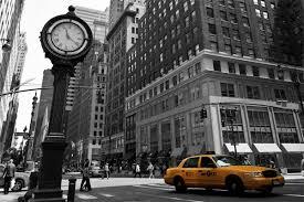 rue de new york en noir et blanc et taxis jaunes toile photo eu