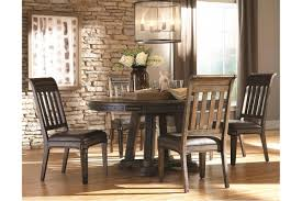 Carlsbad Traditional Round Dining Table Set