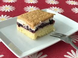 schneewittchenkuchen oder butterkeks kuchen mit beeren